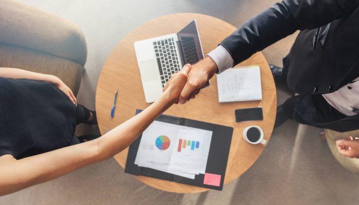 Кредитен посредник – какво е това и защо да изберем кредитен посредник при търсенето на кредит?
